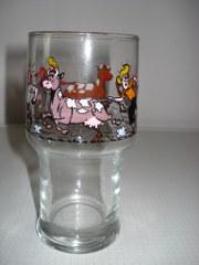Glas Hoog Sidonia aan staart koe