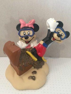 Mickey en Minnie Mouse bij schatkist