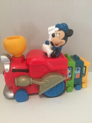 Mickey Mouse chauffeur locomotief