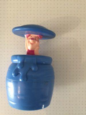 Knorretje in blauw vat